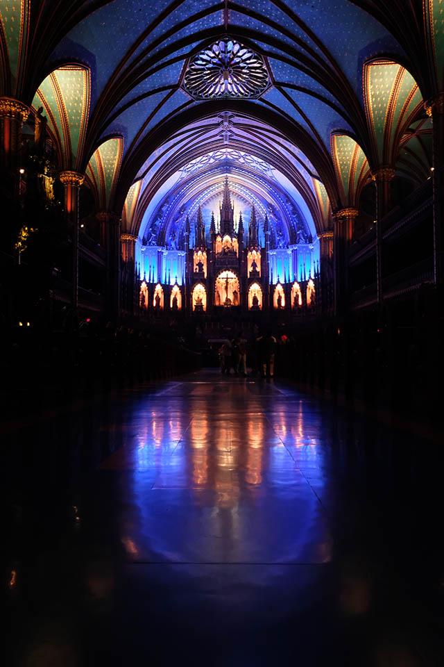 Aura in der Basilique Notre Dame Montreal Kirchenschiff Altarraum
