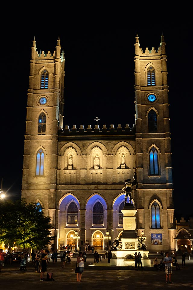 Aura in der Basilique Notre Dame Montreal Aussenansicht