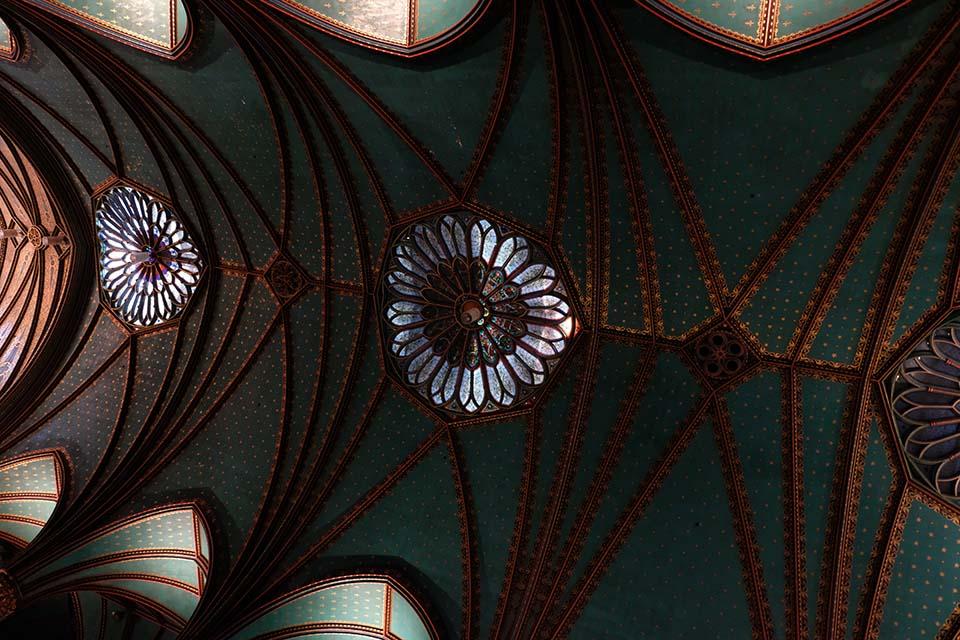 Aura in der Basilique Notre Dame Montreal Kirchenschiff Decke